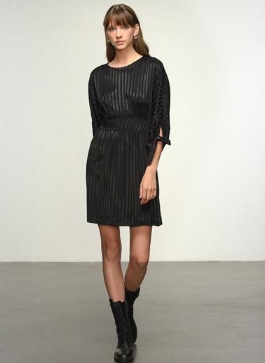 NGSTYLE NGSTYLE Kadın Kendinden Desenli Çizgili Elbise Siyah